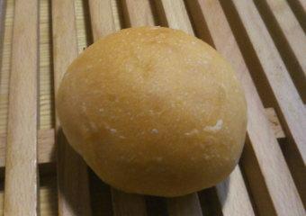 満月の塩パン